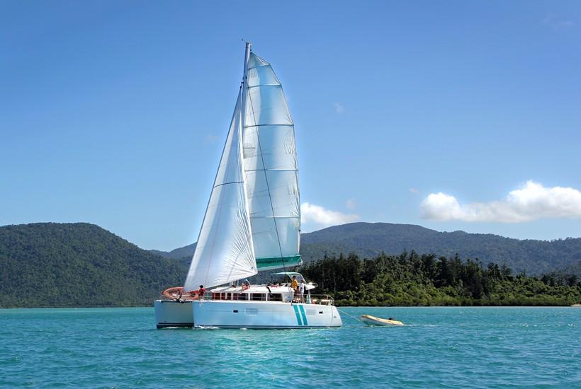 Sailing aboard a Beneteau Lagoon 403 catamaran